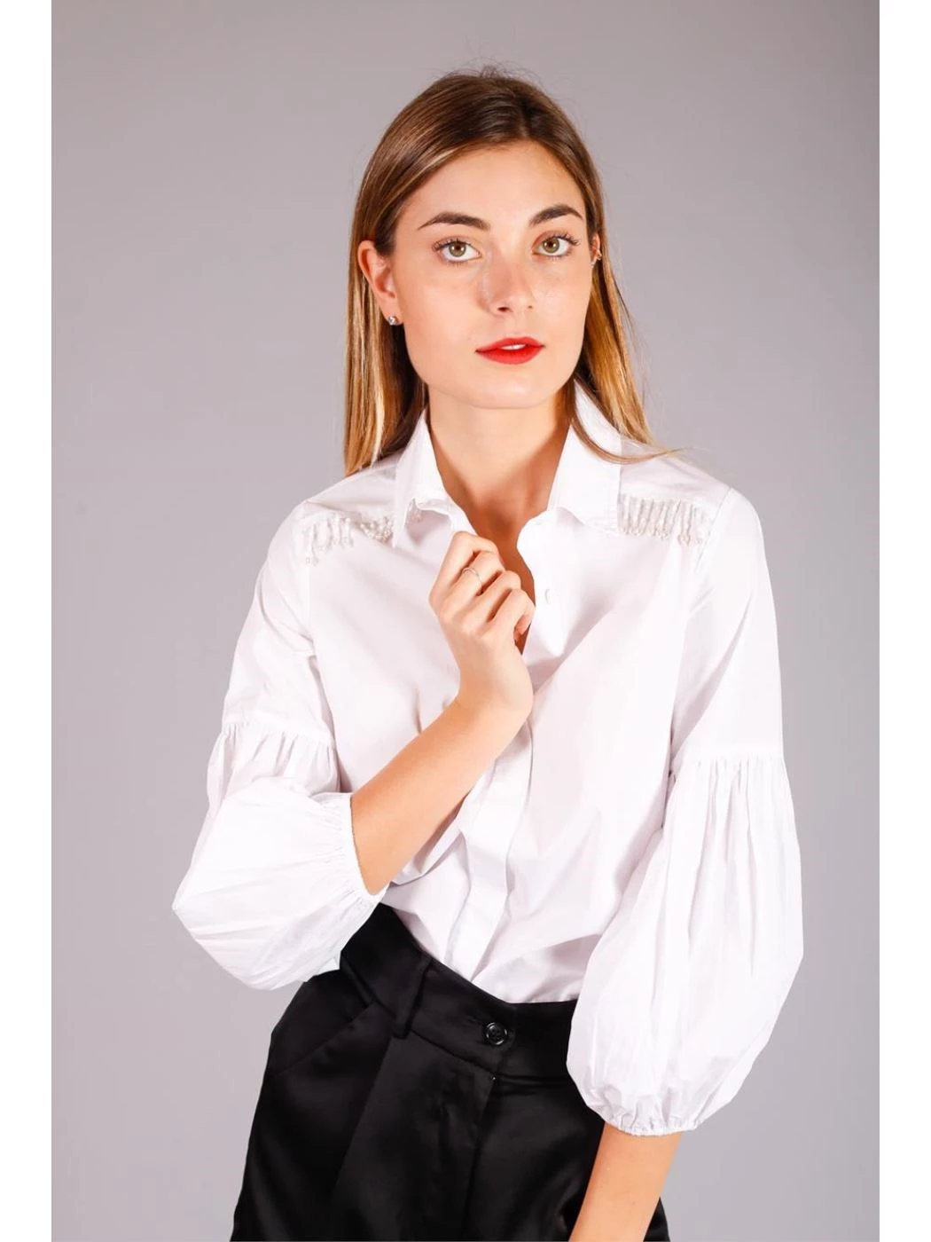 SHIRT WITH ROUNDED SLEEVES