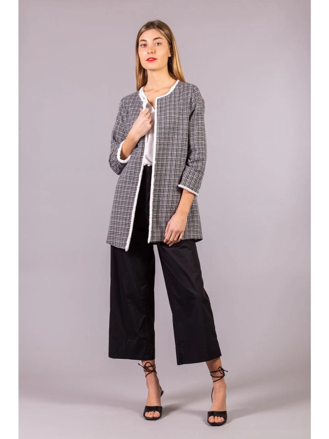 TWEED DUSTER AND COMFORTABLE POCKETS