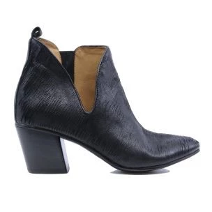 Kudetà 012705 women's ankle boot in black leather open to the si